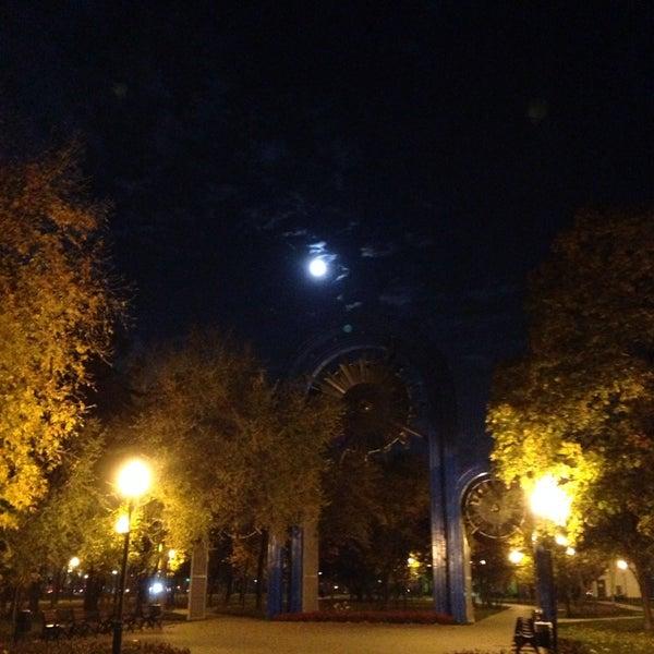 Das Foto wurde bei Сад им. П. И. Травникова von kirill s. am 10/8/2014 aufgenommen