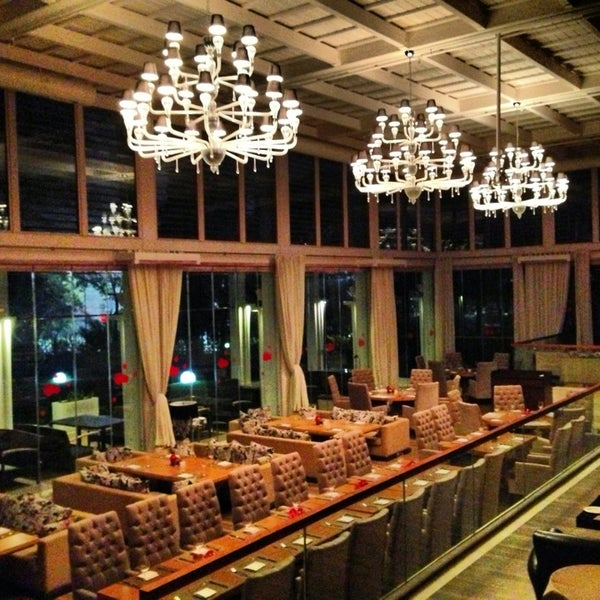 Foto tomada en Kalina Bar Restaurant por HASAN G. el 2/13/2013
