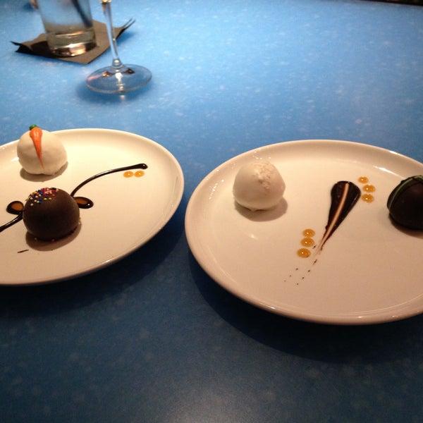 Foto scattata a Copper Restaurant & Dessert Lounge da Torrie W. il 4/13/2013