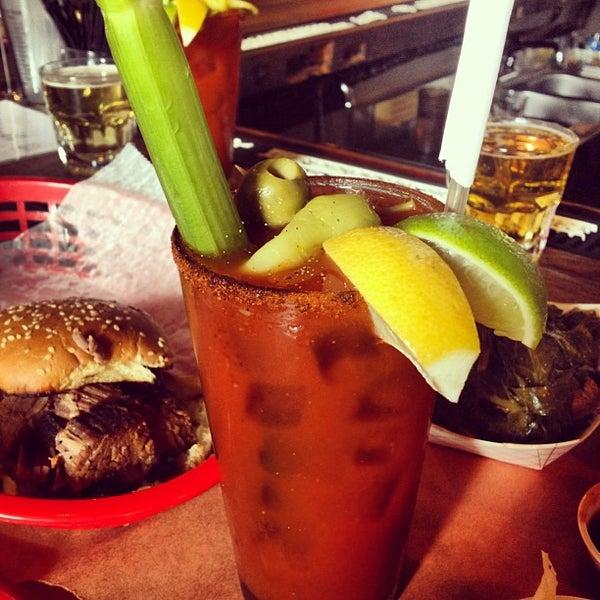 รูปภาพถ่ายที่ Mable's Smokehouse & Banquet Hall โดย Ron V. เมื่อ 9/15/2012