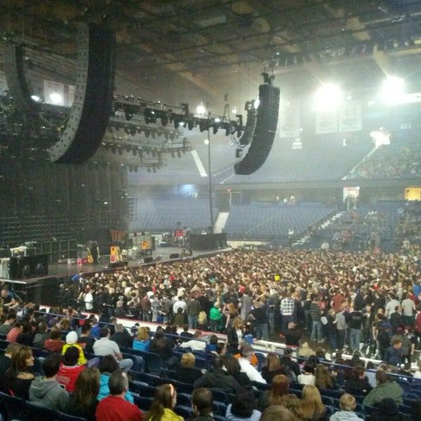รูปภาพถ่ายที่ Allstate Arena โดย Drew D. เมื่อ 3/29/2013
