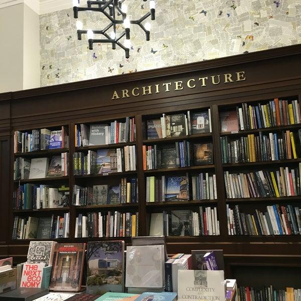 Снимок сделан в Rizzoli Bookstore пользователем Stephanie 8/24/2016