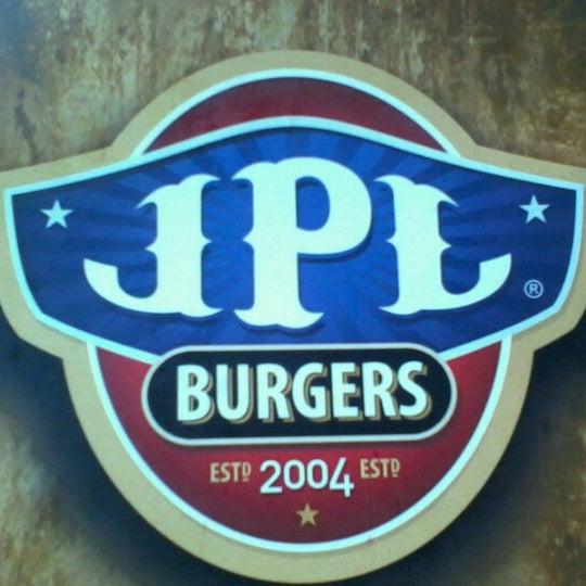 Foto tomada en JPL Burgers por Fernanda T. el 1/14/2013