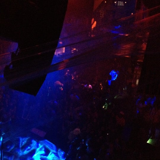 Photo prise au Opera Nightclub par Bella P. le10/27/2012