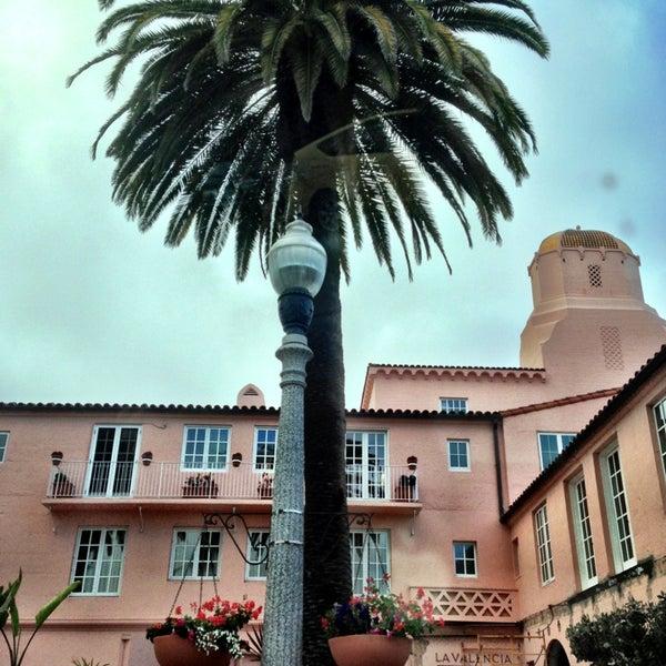 Снимок сделан в La Valencia Hotel пользователем nava w. 5/31/2013