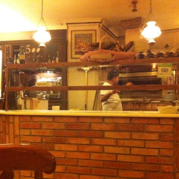 Buen italiano. Tiene platos que no se suelen ver en otros restaurantes. El servicio fue excelente y rápido. Quizá lo único es que en un poco caro para lo que ofrecen