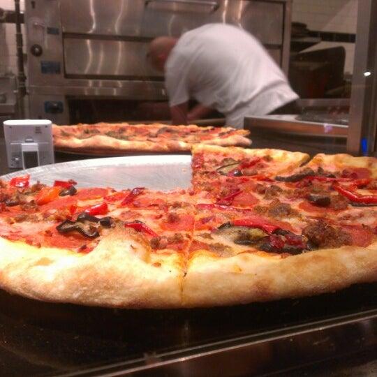 Снимок сделан в Pop Up Pizza пользователем David A. 12/2/2012