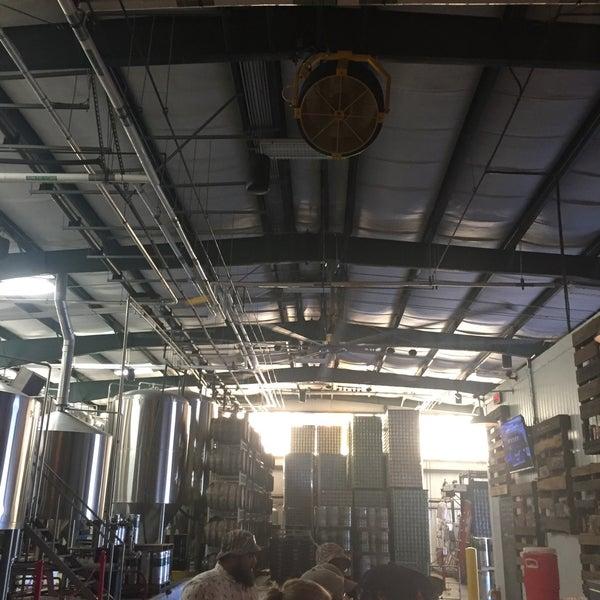 Das Foto wurde bei Southbound Brewing Company von Dan S. am 5/18/2017 aufgenommen