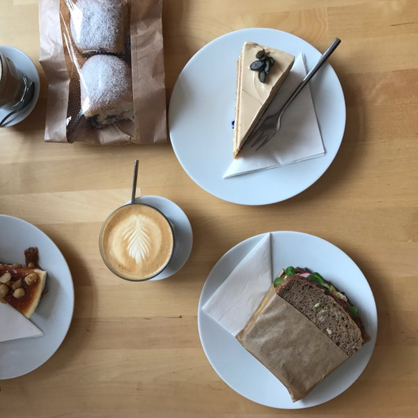 Foto diambil di Mikyna Coffee & Food Point oleh Ondrej F. pada 8/19/2017