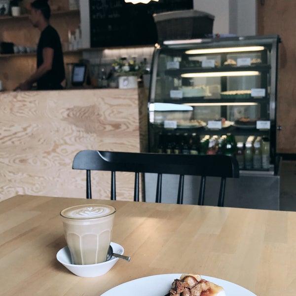Foto diambil di Mikyna Coffee & Food Point oleh Ondrej F. pada 8/12/2017