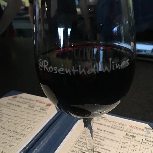 Photo prise au Rosenthal Wine Bar & Patio par Alicia C. le5/7/2017
