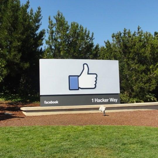 Photos At 1 Hacker Way Menlo Park Ca