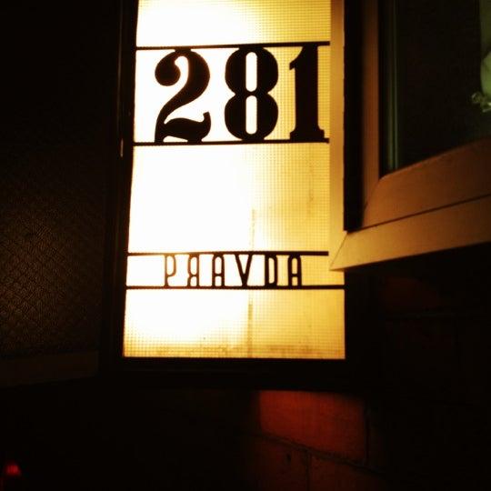 รูปภาพถ่ายที่ Pravda โดย James B. เมื่อ 10/21/2012