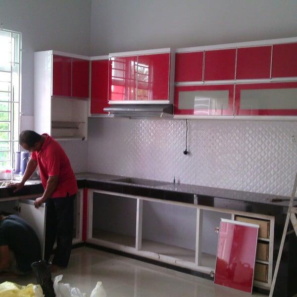 Sedia Menerima Tempahan Untuk Produk Seperti Kabinet Dapur Almari Pakaian Tiang Hiasan Dan