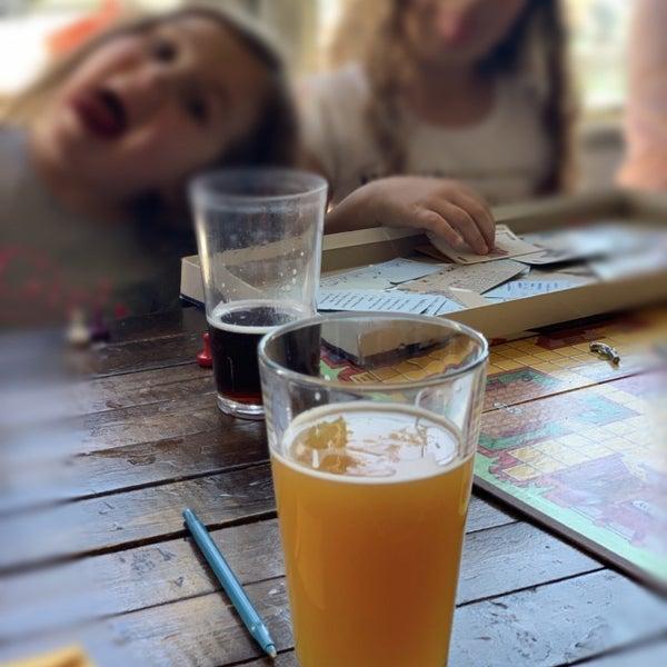 รูปภาพถ่ายที่ Peddler Brewing Company โดย Jeremy R. เมื่อ 6/29/2019