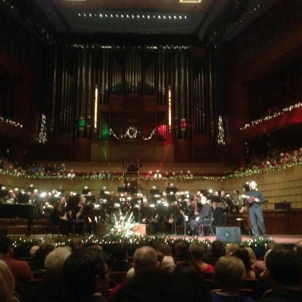 Foto tirada no(a) Morton H. Meyerson Symphony Center por David R. em 12/20/2012