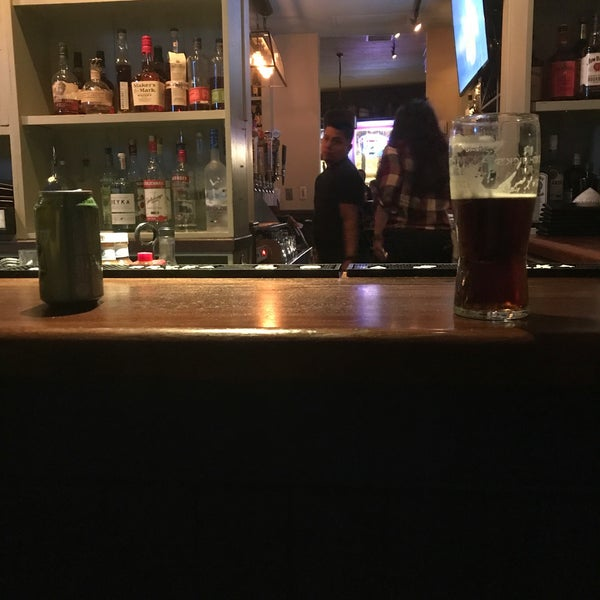 Foto tirada no(a) Tigin Irish Pub por Jeremiah J. em 11/4/2017