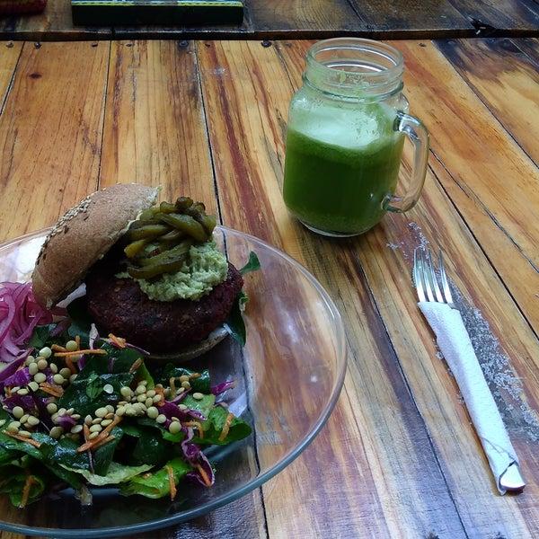 Miam!! Bretagne burger et jus de mango Ginger !!! 😚 Merci co.conAmor