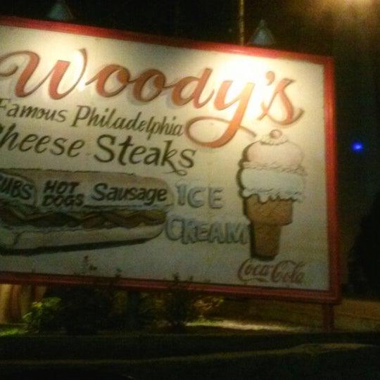 Foto scattata a Woody's Famous CheeseSteaks da Pink Sugar Atlanta N. il 3/2/2013