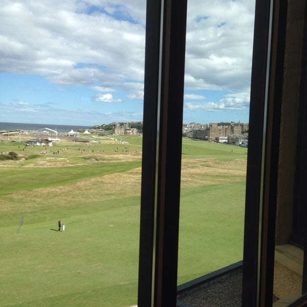 Foto tirada no(a) Old Course Hotel Golf Resort & Spa por Jake L. em 8/11/2013