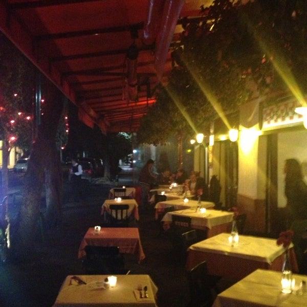 Foto tirada no(a) Café La Gloria por Juan L. em 2/14/2013