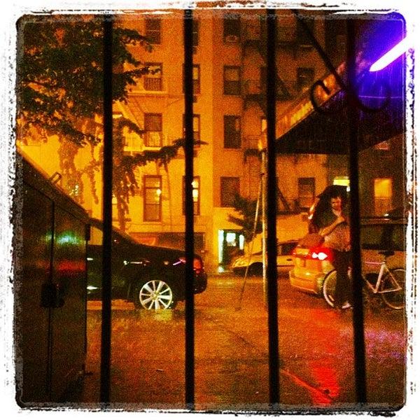 Das Foto wurde bei Nowhere Bar von Ryan J. D. am 9/12/2013 aufgenommen