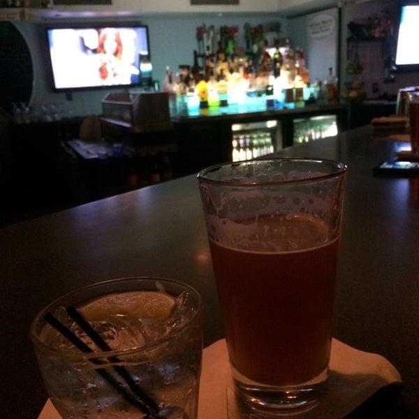Foto tomada en Cabanas Beach Bar and Grill por Brandi S. el 9/19/2014