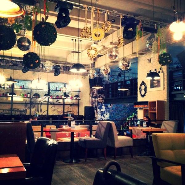 Foto scattata a Moska Bar da Kseniya B. il 5/21/2013