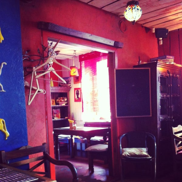 Снимок сделан в Кофейня «Кардамон» и лавка «Коллекция Пустяков» пользователем Anna C. 3/14/2013