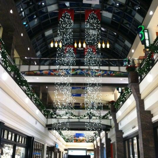 11/17/2012 tarihinde Allison L.ziyaretçi tarafından Tysons Corner Center'de çekilen fotoğraf