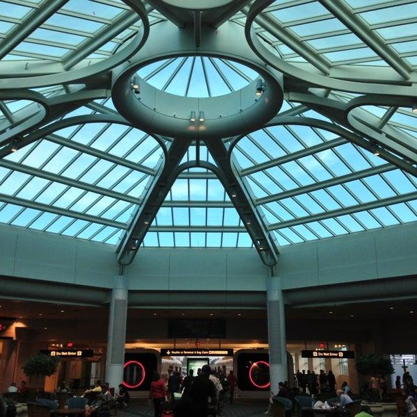 Foto tirada no(a) Aeroporto Internacional de Orlando (MCO) por Marcelo Y. em 6/25/2013