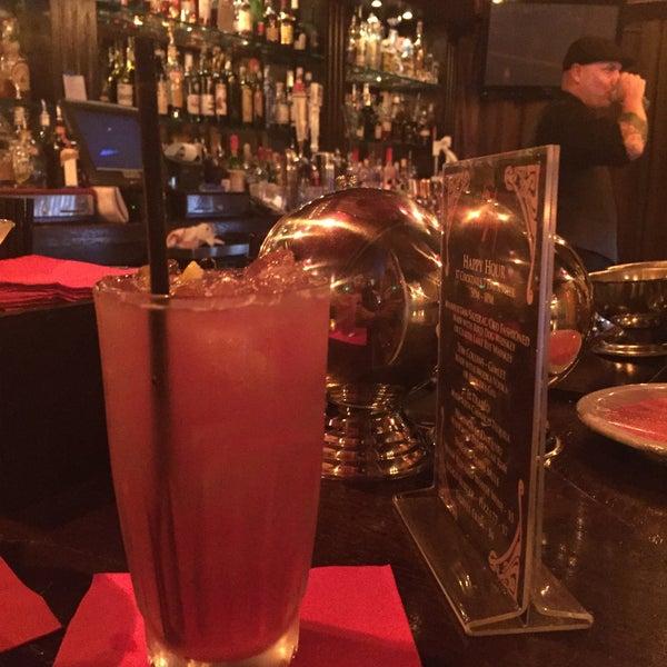 Foto tomada en Seventy7 Lounge por Jennifer M. el 9/1/2015