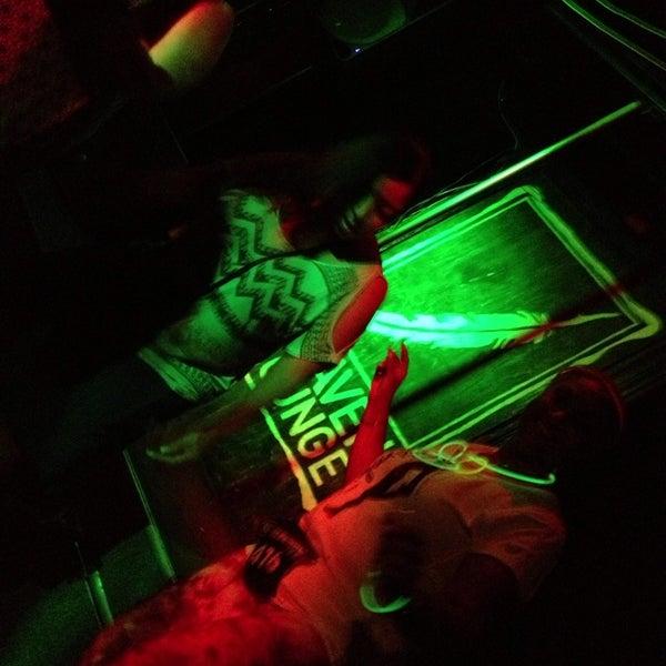 7/21/2013 tarihinde Tyshea 💋💋💋💋💋 P.ziyaretçi tarafından Raven Lounge'de çekilen fotoğraf
