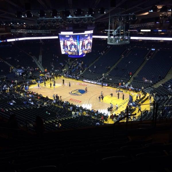 รูปภาพถ่ายที่ Oakland Arena โดย Matt W. เมื่อ 11/15/2013