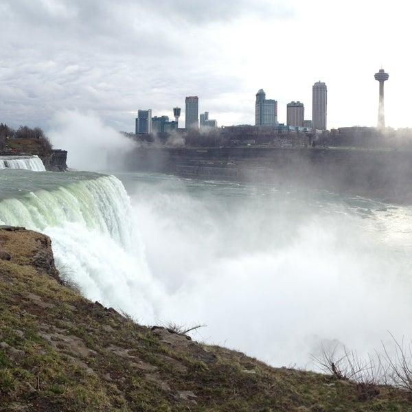 4/16/2013 tarihinde Piyarat L.ziyaretçi tarafından Niagara Falls USA Official Visitor Center'de çekilen fotoğraf