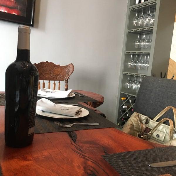 El lugar está muy bonito, si pueden reservar algún privado sería ideal, la comida muy rica ...