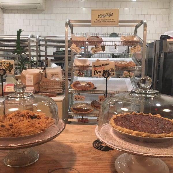 Foto tomada en Petee's Pie Company por Natalie S. el 1/25/2020
