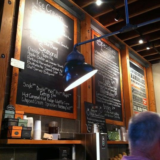 Das Foto wurde bei Salt & Straw von Kristen D. am 10/8/2012 aufgenommen