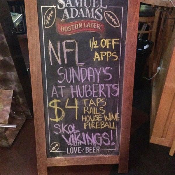 Foto tirada no(a) Huberts Sports Bar & Grill por Jess R. em 1/3/2016