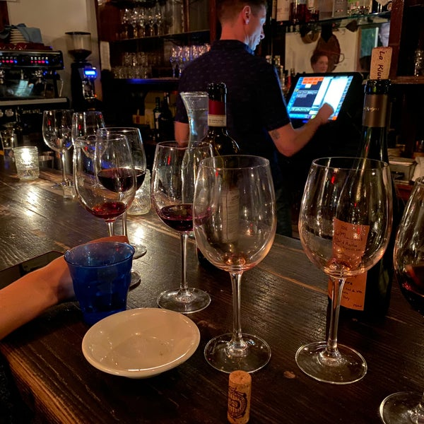 Photo prise au D.O.C. Wine Bar par Jon M. le10/24/2019