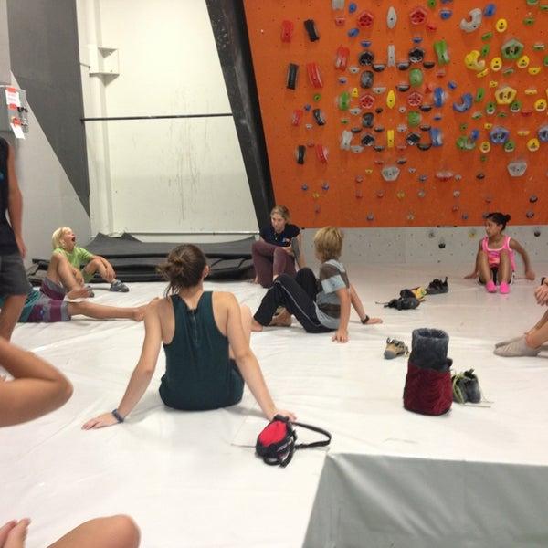 Foto tomada en Sender One Climbing, Yoga and Fitness por Ale P. el 7/16/2013