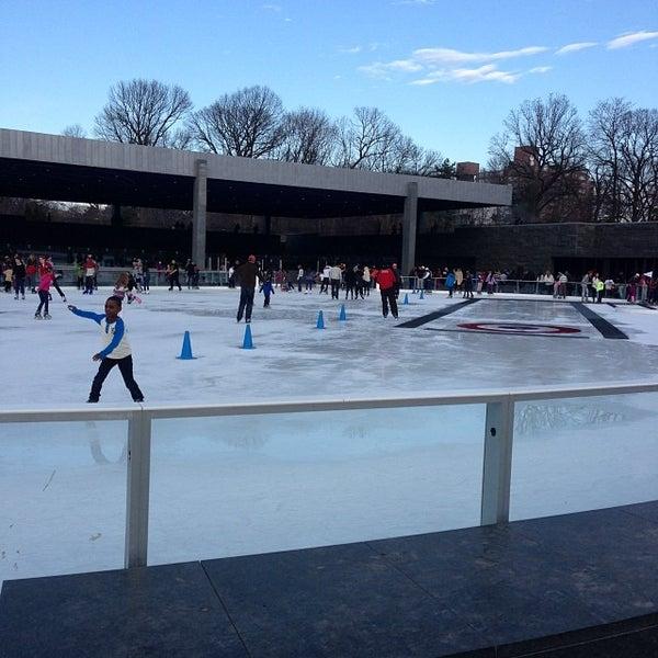 Das Foto wurde bei LeFrak Center at Lakeside von Peter K. am 12/21/2013 aufgenommen