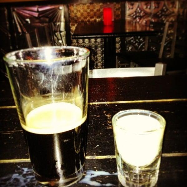 Photo prise au Buddha Beer Bar par Jon S. le4/12/2013