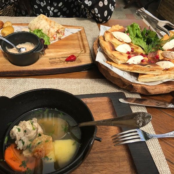 Отличный грузинский ресторан! Вежливые официанты, безумно вкусные блюда, атмосфера и интерьер погружает в Грузию! Ресторанчик реально от души❤️