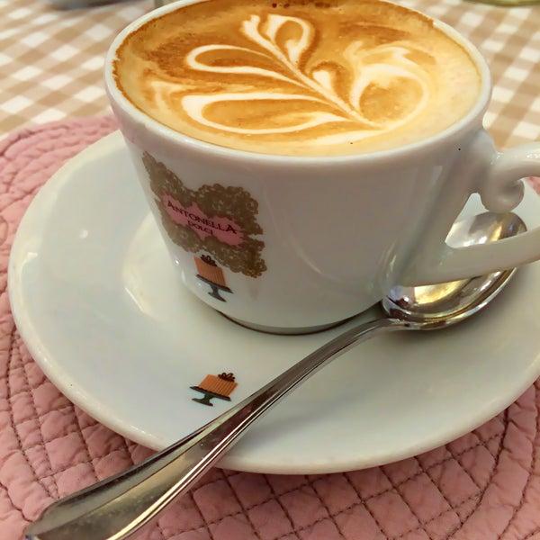 Das Foto wurde bei Antonella Dolci e Caffé von Stevi M. am 11/26/2015 aufgenommen