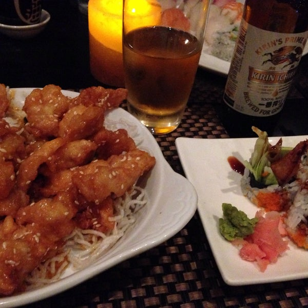 Foto scattata a Koi Fine Asian Cuisine & Lounge da HiDe T. il 10/25/2015