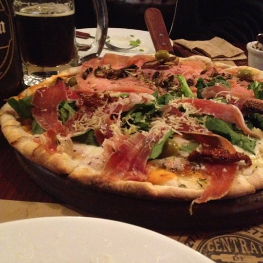 Foto tomada en Central de Pizzas por Octavio R. el 11/25/2012