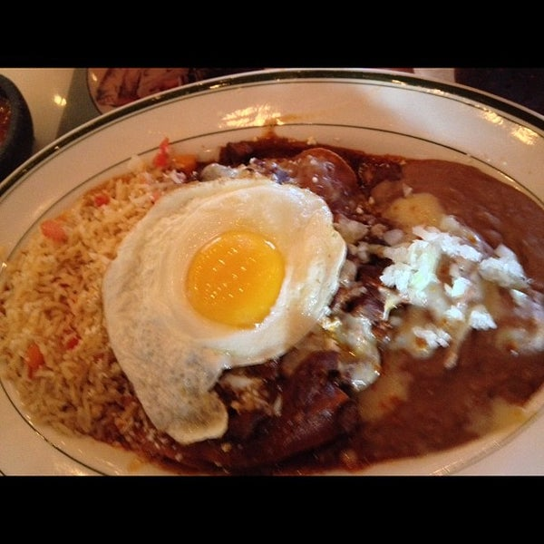 รูปภาพถ่ายที่ El Real Tex-Mex Cafe โดย Andrew A. เมื่อ 10/2/2012