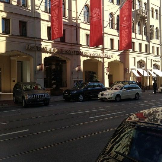 รูปภาพถ่ายที่ Hotel Vier Jahreszeiten Kempinski โดย Brady E. เมื่อ 10/17/2012