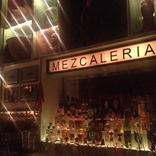 Foto tomada en Casa Mezcal por Felipe R. el 4/22/2013